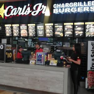 Carl`s Jr. (Oakland Mall)