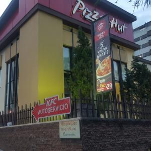 Pizza Hut (Zona 9)