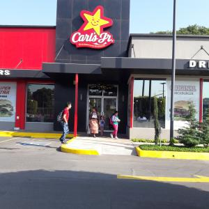 Carls Jr. (CC Majadas)