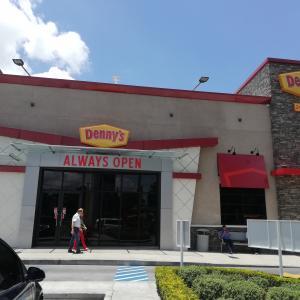 Denny's (Zona 9)