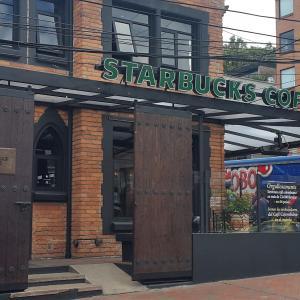 Starbucks (Zona G)
