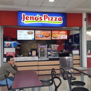Jeno`s Pizza (C.C. Palatino)