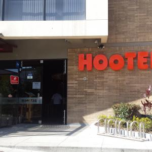 Hooters (116)