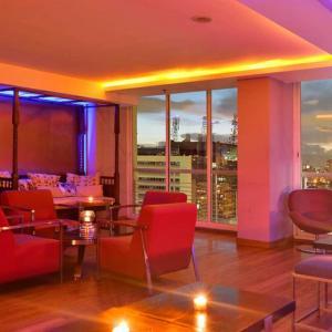 Avila Lounge